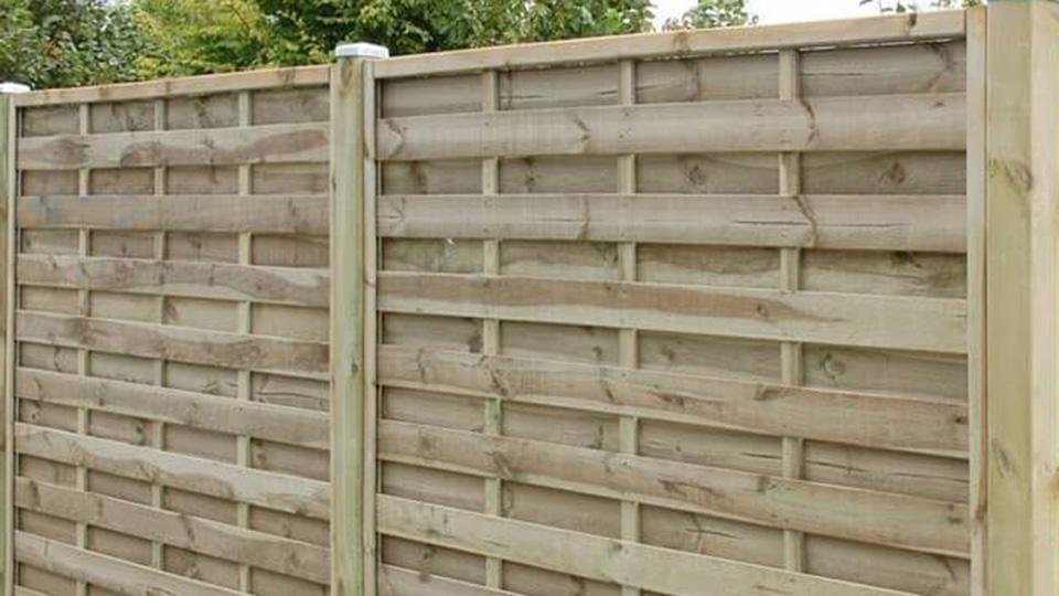 Sichtschutzzaun - Lamellenzaun aus Holz
