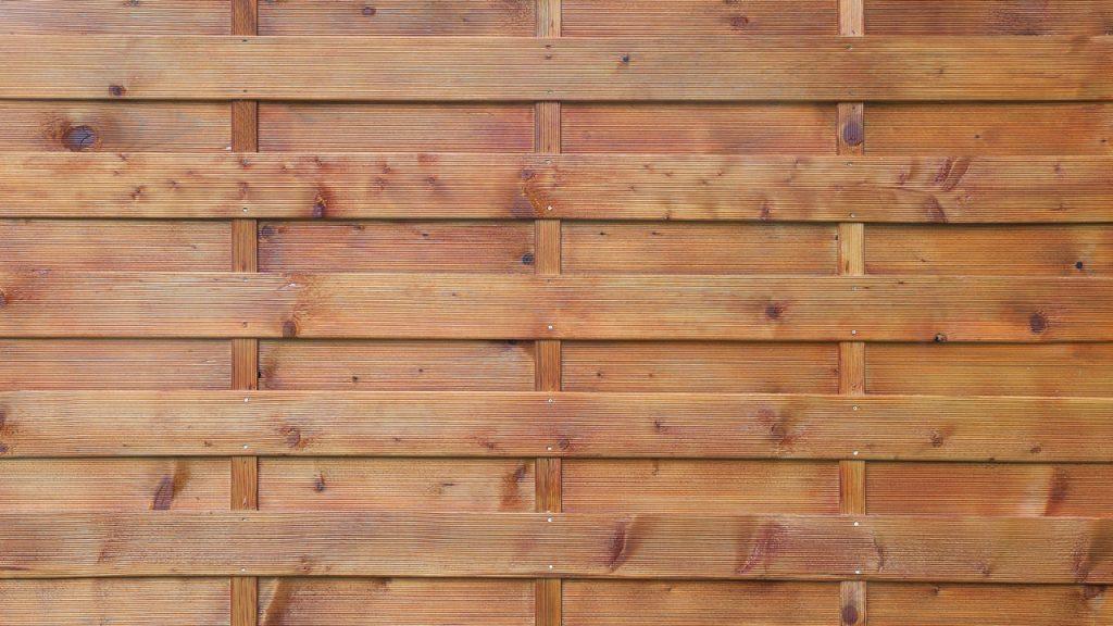 Lamellenzaun aus Holz